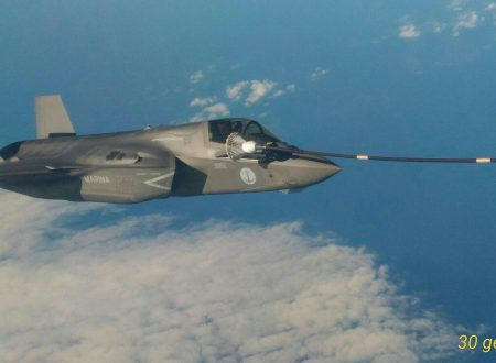 Il primo F35B della Marina effettua un rifornimento in volo verso gli Stati Uniti