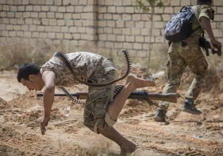 Libia, le forze governative prendono il controllo della base strategica di Al Watyia